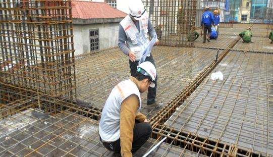 cach-do-be-tong-san | những lưu ý khi đổ bê tông sàn, đổ be tông sàn sau bao lâu thì được thi công tiếp, mác be tông cho nhà dân dụng, quy trình đổ bê tông dầm sàn, kỹ thuật đổ bê tông mái nhà, đổ sàn be tông, đổ mái bê tông bao nhiều ngày mới được xây, kết cấu sàn be tông cốt thép